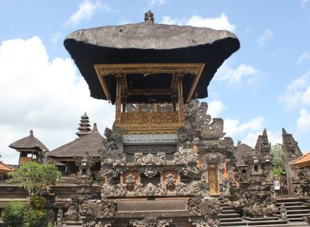 Trip to Indonesia with Couchsurfing and Workaway – Bali: Ubud, rice fields, temples, yoga & surf!